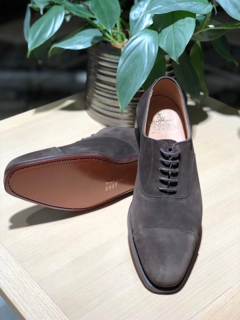 """e111eead333 ラストの豊富さや縫製技術のてぬかりがない点などが世界中の大人を魅了する""""クロケット&ジョーンズ""""からAHがセレクトしたスエード素材を採用した靴を一挙にご紹介し  ..."""